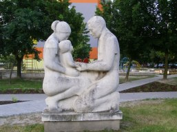Parent Child Statue